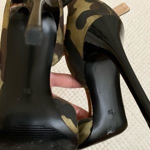 Details about Guess Marciano Camouflage Ankle Strap Pumps High Heels 35 5